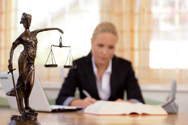 Цены на услуги адвоката: от чего зависят и стоит ли экономить?